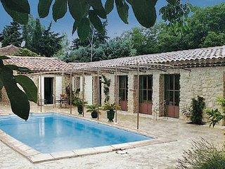 2 bedroom Villa in Cucuron, Vaucluse, France : ref 2220465 - Cucuron vacation rentals