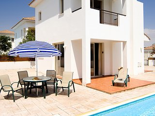 3 Bed Private VIlla. Swimming Pool, Air Con, Wifi. Sleeps 6 - Pervolia vacation rentals