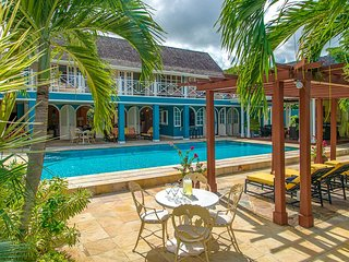 Lovely Villa with Fitness Room and Grill - Runaway Bay vacation rentals