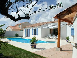 3 bedroom Villa in St Jean De Monts, Vendée, France : ref 2255463 - Saint-Jean-de-Monts vacation rentals