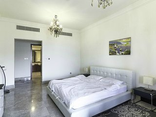Comfortable Condo with Children's Pool and Washing Machine - Palm Jumeirah vacation rentals