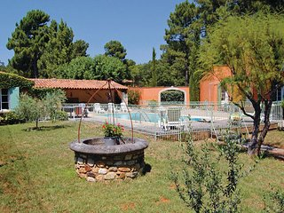 3 bedroom Villa in Roussillon, Vaucluse, France : ref 2279630 - Roussillon vacation rentals