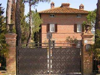 6 bedroom Villa in Gioiella, Umbria, Italy : ref 2374923 - Gioiella vacation rentals