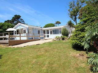 A perfect Cornish hideaway for holidays to remember with family & friends - Porthcurno vacation rentals