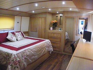 River Thames Hotel Boat - 'Down the Hatch' - Abingdon vacation rentals