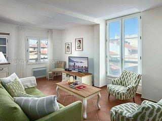 SunlightProperties Eden - Gorgeous 2 bed apt in Old Town with rooftop views - Nice vacation rentals