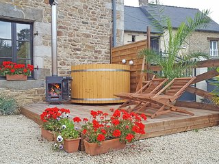 Holiday rental Dinan Brittany, Private HOT TUB, Red house gites - Trefumel vacation rentals