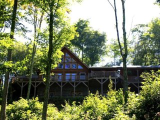 Log Cabin nestled in mountains W/long range views from covered deck, Ski-Golf Fp - Mars Hill vacation rentals