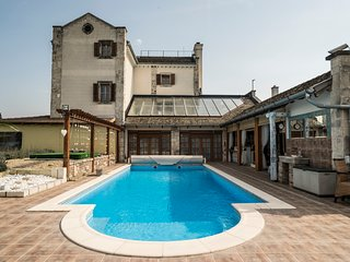 Comfortable 5 bedroom Budaors Villa with Internet Access - Budaors vacation rentals