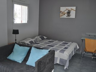 Nice Studio with Parking Space and Television - La Rochelle vacation rentals