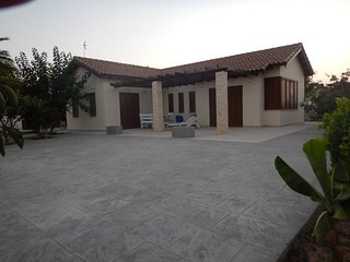Nice 2 bedroom Ayios Theodhoros House with Deck - Ayios Theodhoros vacation rentals