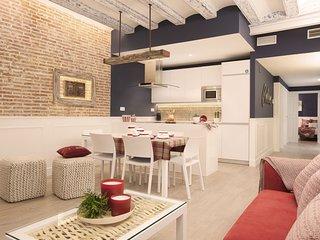 Enjoybcn Colon Apartments- Amazing by Las Ramblas. Sleeps 8, roof terrace - Barcelona vacation rentals