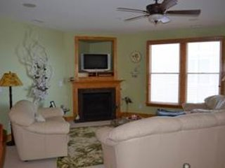 Nice Villa with Hot Tub and Shared Outdoor Pool - Roanoke Island vacation rentals