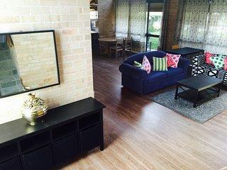 Cozy 2 bedroom Maroubra House with Internet Access - Maroubra vacation rentals