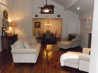 """Arlington Manor"" - 5 mins to Cowboys Stadium, Rangers Ballpark, and Six Flags! - Arlington vacation rentals"