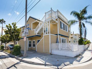 OFFER Fr $175 / Ngt. Best 3 bed Newport Beach - 150 Yards to Ocean - Sleeps 8 - Newport Beach vacation rentals