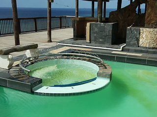 Comfortable 2 bedroom Bluff Apartment with Shared Outdoor Pool - Bluff vacation rentals
