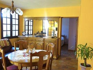 petite maison  avec terrasse et jardin entièrement meublé indépendante sans vis - Digne les Bains vacation rentals