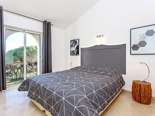 Walk to the beach, beautiful south exposure garden, refurbished - air con - wifi - Vale do Lobo vacation rentals