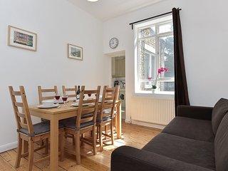 Comfortable 2 bedroom Islington Apartment with Internet Access - Islington vacation rentals