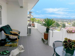 Deluxe King Courtyard Room - Lush & Co Auckland B&B - Henderson vacation rentals