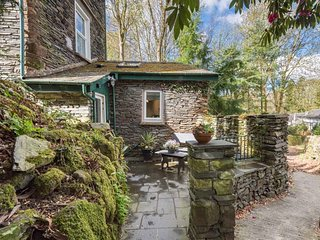 SECRET NOOK, romantic retreat, character and modern features, garden, parking, in Windermere, Ref 926107 - Windermere vacation rentals