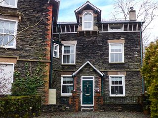 MOSS COTTAGE, wonderful family accommodation, woodburner, decked garden, close to amenities, in Windermere, Ref 947633 - Windermere vacation rentals