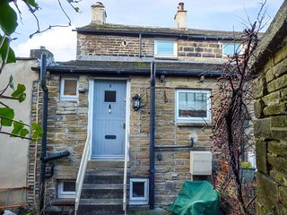 CROSLAND COTTAGE, character property, cosy base, close to village amenities and - Holmfirth vacation rentals