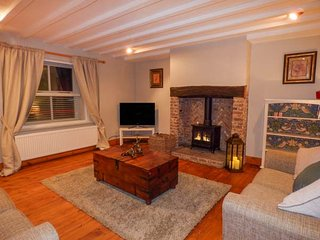 EDENDALE, end terraced, woodburning stove, WiFi in Longframlington, ref 951057 - Longframlington vacation rentals