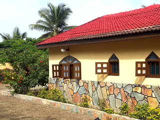 4 bedroom Bungalow with Parking in Elmina - Elmina vacation rentals