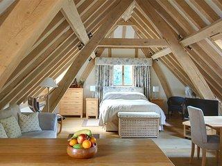 Bright 1 bedroom Biddenden House with Internet Access - Biddenden vacation rentals