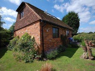 Comfortable 2 bedroom House in Biddenden with Internet Access - Biddenden vacation rentals