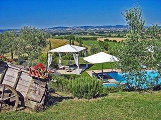 I Girasoli, private villa with 7 bedrooms close to Cortona - Cignano vacation rentals
