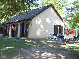Nice House with Washing Machine and Television - Saint-Pardoux-la-Croisille vacation rentals