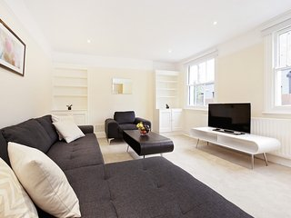 97. SPACIOUS 3BR MEWS HOUSE IN SOUTH KENSINGTON - CLOSE TO HYDE PARK! - Stratford City vacation rentals