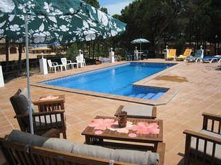 Nice 4 bedroom Pals House with Internet Access - Pals vacation rentals