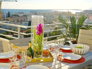 Penthouse Top Floor Ocean View Walk to All - Juan-les-Pins vacation rentals