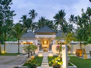 Beautiful Villa with Deck and Internet Access - Pekutatan vacation rentals