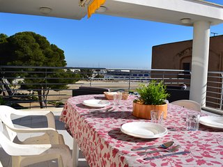 Front line beach apartment for 9 people with a large terrace. - Roda de Bara vacation rentals