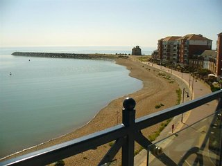 Comfortable Condo with Internet Access and Television - Eastbourne vacation rentals