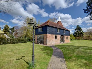 Kings Bank Oast House #12202.1 - Northiam vacation rentals