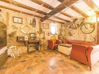 3 bedroom House with Television in Sutomiscica - Sutomiscica vacation rentals