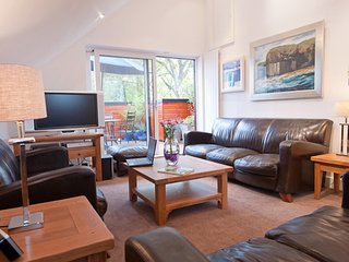 Bright Condo with Internet Access and Television - Glasgow vacation rentals