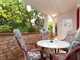 Apartment2+2Free wi-fi,parking,pool,grill.... - Rovinj vacation rentals