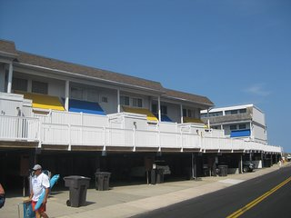 4 bedroom 2.5 bath townhouse w/pool & wifi - Ocean City vacation rentals