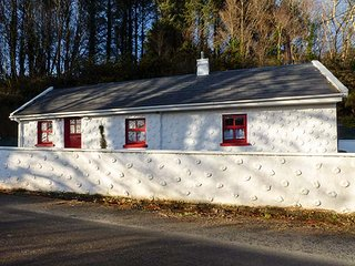 ROSE COTTAGE, all ground floor, pet-friendly, solid fuel stove, private patio - Minane Bridge vacation rentals