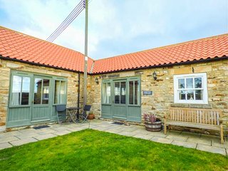SHEEP PEN COTTAGE, barn conversion, both bedrooms en-suite, all ground floor, private garden, nr Durham, Ref 946713 - Brancepeth vacation rentals