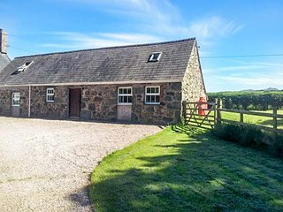 THE BARN, rural location, countryside views, woodburner, large garden - Nefyn vacation rentals