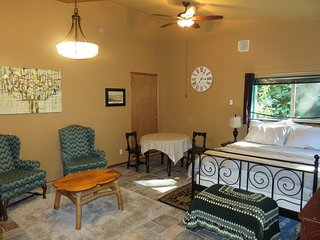 Charlotte's Annex: comfy private studio near town - Tumwater vacation rentals