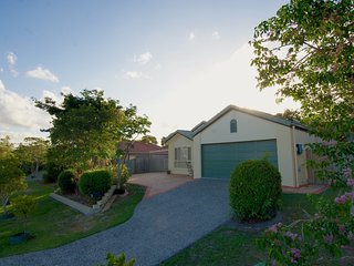 Anaheim Entertainer Deluxe | FREE WIFI | GAMES ROOM | by Getastay - Upper Coomera vacation rentals